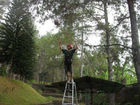 jasa outbound, sewa perlatan outbond , high rope games, provider outbound di jawa timur, tempat outbound