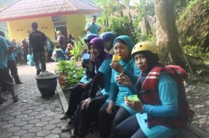 081 231 938 011 , Paket Rafting Murah di Bogor , Paket Rafting Murah Citarik , RSI Masyithoh 8