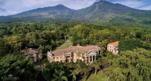 Kaliandra Eco Resort  dengan Latar Belakang Gunung Arjuna