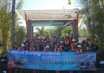 Fun Rafting Bareng PT UDM Surabaya, Paket Outbound Dan Rafting,Paket Outbound Di Malang,Paket Outbound Gathering