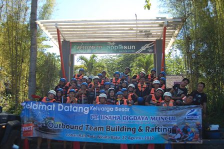 Fun Rafting Bareng PT UDM Surabaya, Paket Outbound Dan Rafting,Paket Outbound Di Malang,Paket Outbound Gathering